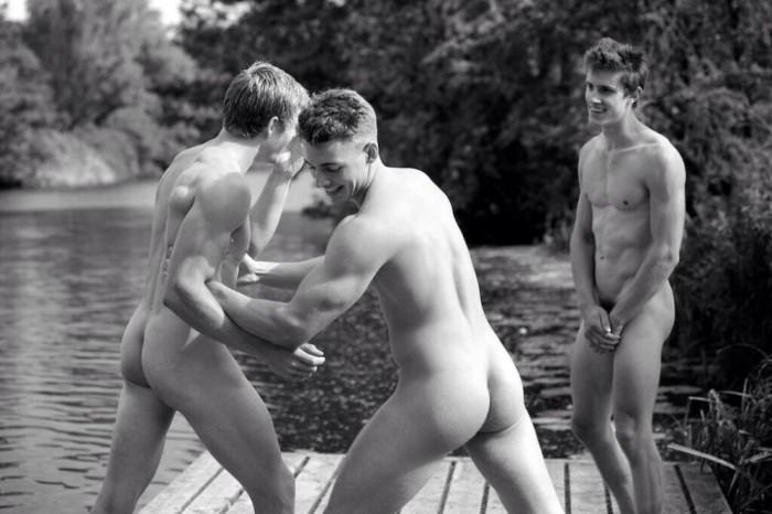 Warwick-Rowing-Men-Naked-Calendar-2014-Burbujas-De-Deseo-03-700x466